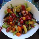 salade de tomates de toutes les couleurs